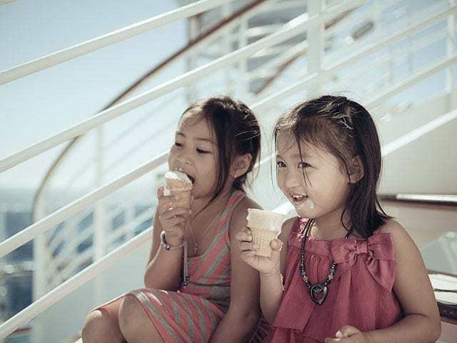 Kids Eating Ice Cream – Princess Cruises