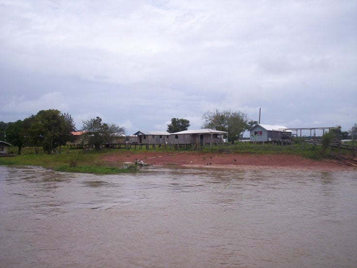 An example of houses along the Amazon River