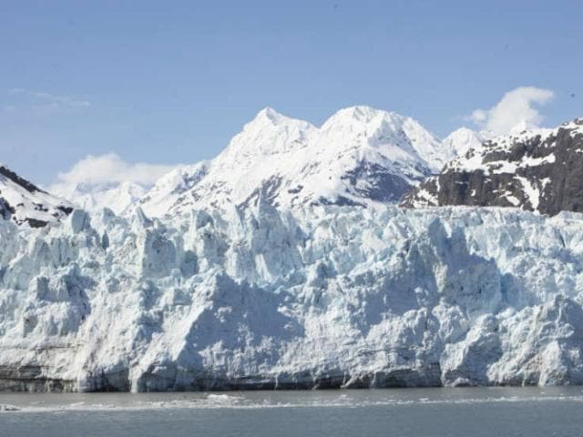 Glacier Bay offers breathtaking views of mountains and glacial fields.