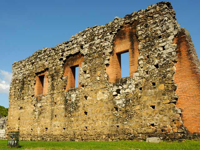 Explore Old Ruins on a Panama cruise