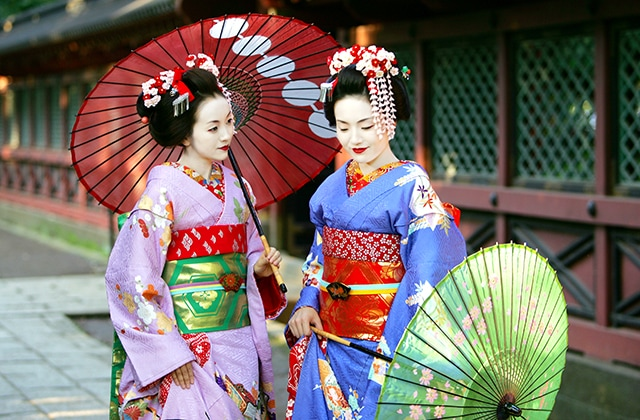 Women dressed in traditional Japanese garments