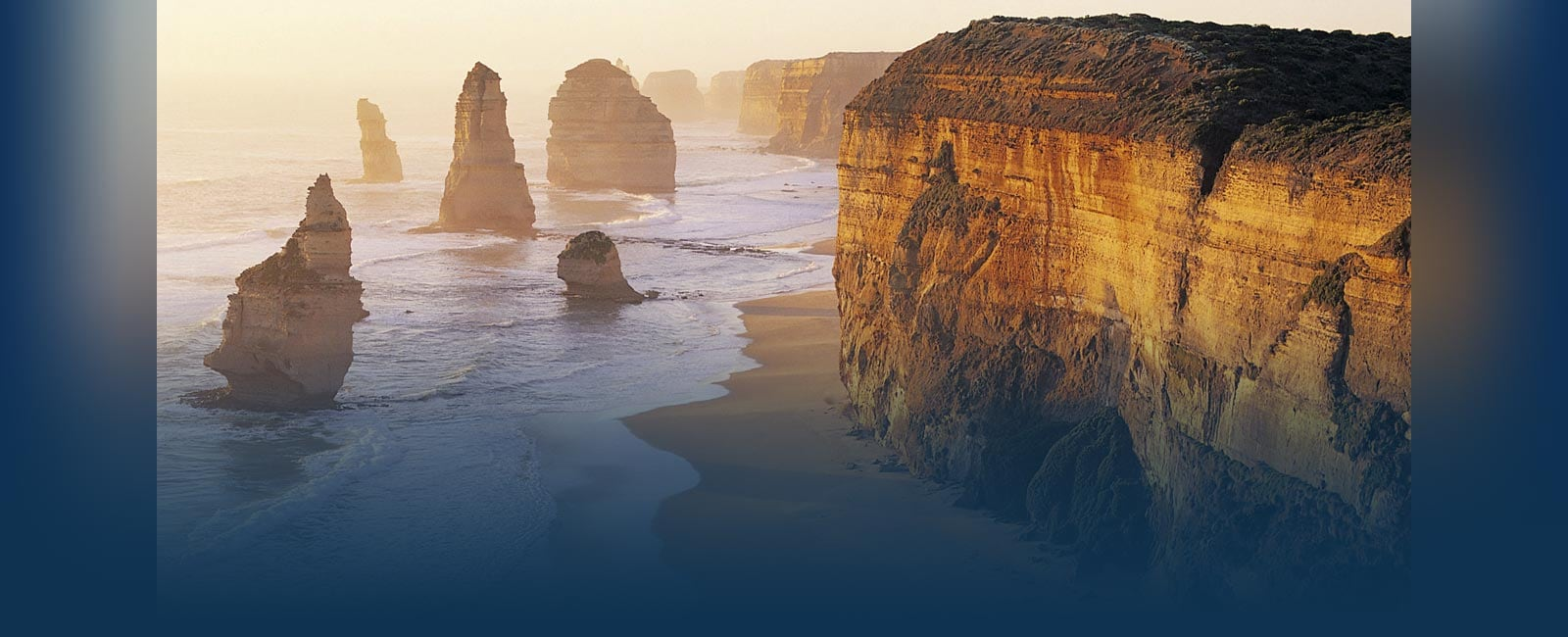 Australia shores with cliffs to the right