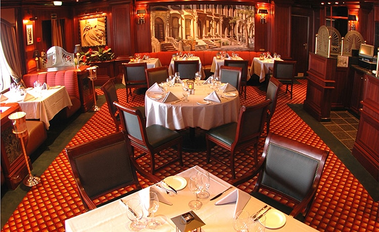 http://www.princess.com/images/learn/ships/emerald_princess/photo_gallery/ep_crown_grill_lg.jpg