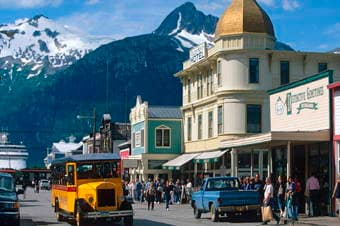 Local Connections: Skagway Street Car City Tour with Storyteller Enlarged image 1